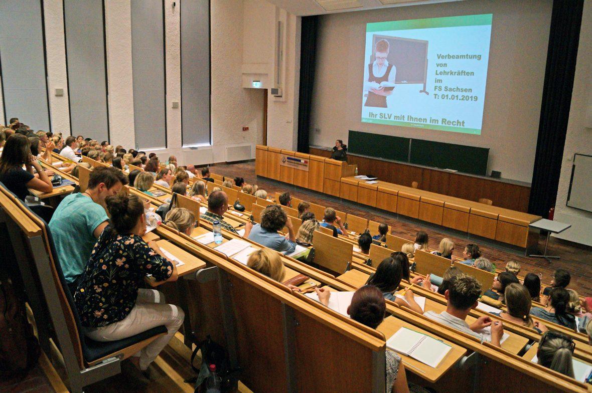 Hörsaal mit Publikum Informationsveranstaltung
